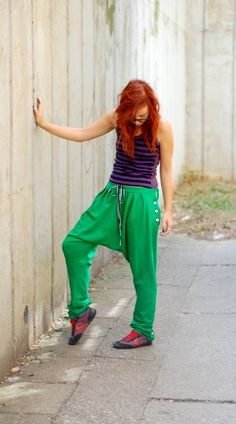 harem sweatpants executed by mokosha - Get the pattern: http://www.burdastyle.com/projects/52010-harem-trousers