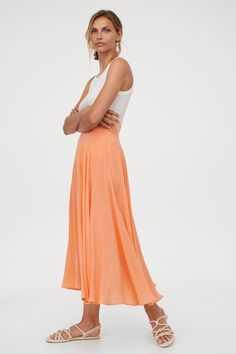 Kellohame - Vaaleanoranssi - NAISET | H&M FI Light Orange, White Skirts, Fashion Company, Ankle Length, World Of Fashion, What To Wear, Personal Style, Cute Outfits, Bridesmaid Dresses