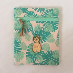 Handmade pouch by @Robin Correa featuring Pura Vida fabric by Hawthorne Threads