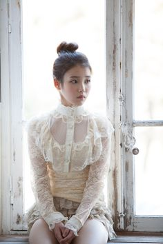 Singer IU face wore a white gown brought graceful enough to admire the scenic beauty . Kpop Fashion, Korean Fashion, Fashion Beauty, Cute Korean, Korean Girl, Korean Celebrities, Celebs, Kpop Hair, Models