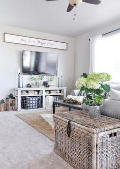 135 Best Farmhouse Living Room Decor Ideas for 2018 - Home and Gardens Living Room On A Budget, Diy Home Decor On A Budget, My Living Room, Living Room Decor, Budget Bedroom, Woodland Living Room, Bedroom Ideas, Small Living, Modern Living