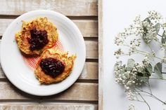 Carrot pancakes with jam: gluten-, lactose- and egg- free - Anna Lewandowska - healthy plan by Ann Carrot Pancakes, Egg Free Recipes, Lactose Free, Healthy Sweets, Free Food, Healthy Life, Carrots, Waffles, Oatmeal