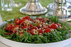 Pinjenötter använder jag mer än gärna i mitt kök. Oftast blir det som smaksättare i sallader, som exempelvis till denna goda med tomat och ruccola mm. Servera som tillbehör till huvudrätten eller p...