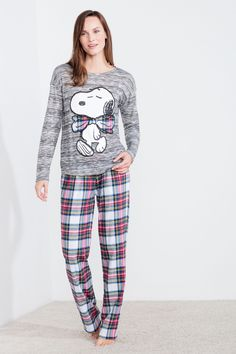 Long pyjama including long sleeve t-shirt with Snoopy patch and long pants with elastic waistband. Funny dreams! | Sleepwear | Women'secret