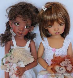 Talyssa et Mei Mei Black Freckles, Doll Face, Blythe Dolls, Flower Girl Dresses, Disney Princess, Concept, Baby Dolls, Disney Dolls, Bridesmaid Gowns
