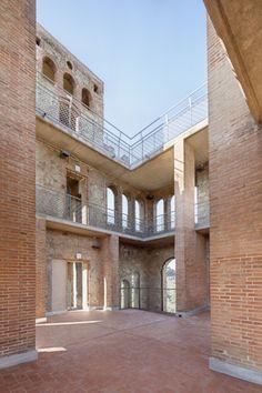 http://divisare.com/projects/281891-jordi-farrando-adria-goula-rehabilitation-of-torre-del-baro