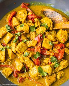 This Easy Crockpot Thai Coconut Curry Chicken is Paleo, gluten-free and dairy-free. It makes an easy and delicious dinner for the whole family. Thai Coconut Curry Chicken, Yellow Curry Chicken, Easy Chicken Curry, Slow Cooker Thai Curry, Crock Pot Curry, Curry Crockpot, Crockpot Meals, Freezer Meals, Sweet Curry Recipe