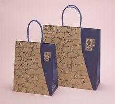 高梁商工会議所:パッケージデザイン制作 Ecommerce Packaging, Brand Packaging, Packaging Design, Clothing Packaging, Jewelry Packaging, Shoping Bag, Shopping Bag Design, Paper Bag Design, Paper Packaging
