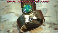 18 Karat Goldring mit Top GEM Black Crystal Opal 1,20 ct und 1 Diamant 0,10 ct