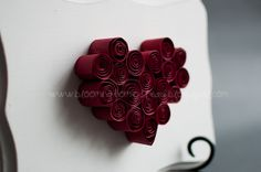 Red curlled papers shapped into a heart - Mother's Day idea Quilling Cards, Paper Quilling, Quilling Ideas, Heart Projects, Diy Projects, Heart Diy, Heart Decorations, Paper Hearts, Valentines