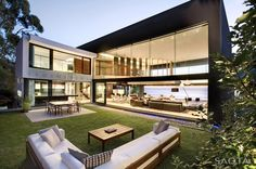 """Nettleton 199, Cape Town, 2011 - """"The brief was to create a building that maximised the connection with the view and the sea, create a garden on the mountain side of the site and to minimise views over neighbouring buildings,"""" says Greg Truen, Project Partner."""