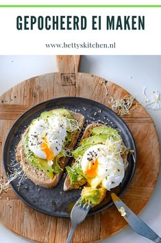 Making poached egg Recipe Healthy Lunch To Go, Quick Healthy Meals, Healthy Recipes, Healthy Food, Avocado Recipes, Lunch Recipes, I Love Food, Good Food, Healthy Diners