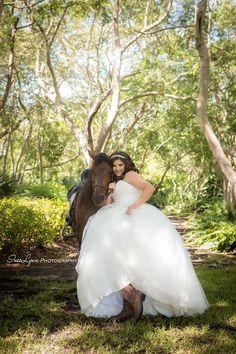Quinceañera photography ideas. Quinceañera Outdoor photography. Quinceañera farm photo ideas. Sweet 15 photography ideas. InesLynn Photography. Miami Florida photographer.