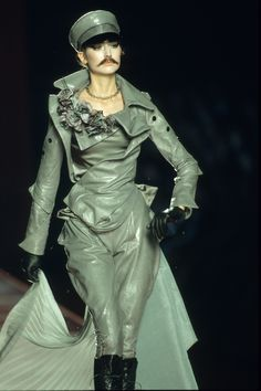 Christian Dior Fall 2000 Couture Fashion Show