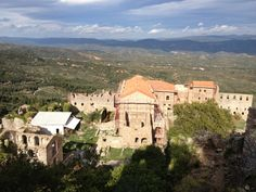 """See 76 photos and 10 tips from 652 visitors to Μυστράς (Mystras). """"Wander around in the mystical tower town of Mystras and let yourself be captivated. Wander, Mystic, Paris Skyline, Greece, Tower, Mansions, House Styles, Travel, Greece Country"""