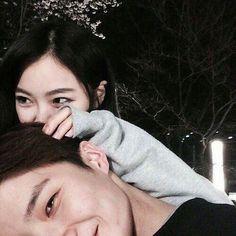 Resultado de imagem para korean couple ulzzang kiss on the forehead Couple Ulzzang, Ulzzang Girl, Korean Couple, Best Couple, Cute Couples Goals, Couples In Love, Cute Korean, Korean Girl, Cute Couple Pictures