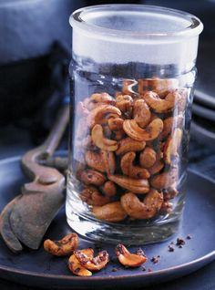 Recette Ricardo: Ongles d'orteils de sorcière (Noix de cajou épicées, une fabuleuse recettes pour célébrer l'Halloween! Ingrédients: miel, huile d'olive, poudre de chili, noix de cajou...
