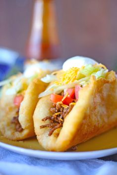 Make this Taco Bell Copycat Mexican Chalupas recipe for dinner! The chalupa brea. - Make this Taco Bell Copycat Mexican Chalupas recipe for dinner! The chalupa bread is really easy to - Mexican Chalupas Recipe, Chalupa Bread Recipe, Recipe For Chalupas, Chimichanga Recipe, Fry Bread Recipe Easy, Sopes Recipe, Taco Bell Copycat, Good Food, Yummy Food
