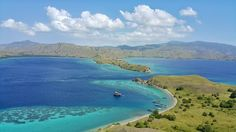 Gili Laba . . . . . .  #komodo #komodoisland #flores #labuanbajo #indonesia #indtrvl #gililaba #gili #laba #sailkomodo #blue #green #indonesia #iloveindonesia #travel #padar #padarisland #komodo #gililawa #vscocam #exploreindonesia #holiday #holidays #vscogood #ocean #gradation by ichan.ikhsan