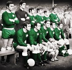 Έχω στο Λονδίνο μια δουλειά... Glory Days 1971...☘️ Gate, Football, Clothes, Futbol, Outfits Fo, Clothing, Portal, American Football, Gates