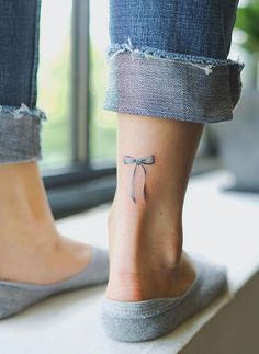 awesome little tattoos from Nando Tattoo - New Tattoo Models Band Tattoos, Ribbon Tattoos, Couple Tattoos, Foot Tattoos, Body Art Tattoos, Neck Tattoos, Tattoo Girls, Girl Tattoos, Tattoos For Guys