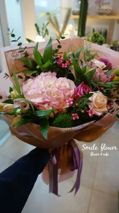 여의도 스마일플라워앤카페 kakao id. 스마일플라워앤카페 블로그. http://blog.naver.com/smile_flower_cafe 인스타. https://instagram.com/smile_flower_cafe 스마일은 앞으로도 노력해서 좋은 모습 보여드리겠습니다~ 감사합니다. . 'for your smile' SMILE FLOWER #smileflower #smilecafe #flowercafe #smile #flower #florist #flowershop #handtied #여의도 #여의도스마일 #여의도플라워 #선인장 #여의도꽃집 #스마일플라워 #스마일플라워카페 #플라워카페 #플로리스트 #꽃 #플라워 #핸드타이드 #꽃스타그램 #인테리어 #플라워클래스 #가드닝 #플라워데코 #졸업식 #수국 #rose #장미 #행사 #센터피스 #다발 #어레인지 #화병 #바스켓 #생일 #승진 #관엽식물 #아네모네 #러넌큘러스 #호접 #결혼 #웨딩 #리시안 #룸바
