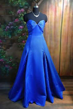 sapphire blue bridesmaids dresses @Shay Wightman Put sleeves on this and it's perfect!