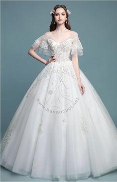 Ivory Bridesmaid Dresses, Unique Prom Dresses, Stunning Wedding Dresses, Dream Wedding Dresses, Beautiful Gowns, Pretty Dresses, Vintage Dresses, Wedding Gowns, Weeding Dress