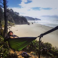 Hammocker @troxeljay shows off his hang. Learn how to hang like a pro and read our Ultimate Beginner's Guide to Hammock Camping! It's the link in our bio.  #hammock #serachammocks #hammocklife #hammocks by @serachammocks