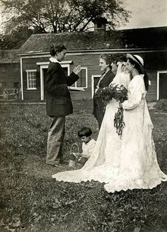 vintage everyday: Vintage LGBT Love – Old Snapshots of Lesbian Wedding in the Past