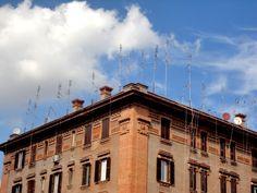 Roma e le sue antenne. Un punto presa per antenna e l'impianto centralizzato è un miraggio!!!