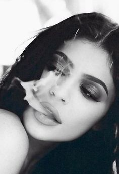 Kylie Jenner Posted Photos Of Herself Topless And Smoking And People Have Some Feelings Smoking Is Bad, Women Smoking, Girl Smoking, Kylie Jenner Smoking, Estilo Kylie Jenner, Badass Aesthetic, Bad Girl Aesthetic, Kylie Jenner Drawing, Kylie Jenner Photoshoot
