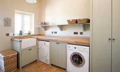 Bespoke Hand Painted Utility Rooms in Solid Wood Shaker Style Kitchens, Shaker Kitchen, Mudd Room Ideas, Solid Wood Kitchens, Victorian Kitchen, Kitchen Utilities, New England Style, Bespoke Kitchens, Kitchen Styling