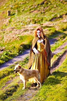 Eleanor Tomlinson (Demelza) with her own dog, who played Gerrick - BBC Poldark Bbc Poldark, Poldark 2015, Demelza Poldark, Poldark Series, Ross Poldark, Winston Graham Poldark, Ross And Demelza, Aidan Turner Poldark, Masterpiece Theater
