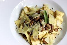 Hausgemachte Pappardelle mit Borlotti-Bohnen / http://piasdeli.de/Rezept/hausgemachte-pappardelle-mit-borlotti-bohnen/