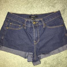 Jean shorts wore once to try on. they are stretchy. cute basic jean shorts that can be paired with anything! Forever 21 Pants