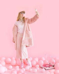 pretty in pink Halloween Rose, Halloween Costumes You Can Make, Costume Halloween, Zombie Costumes, Halloween Couples, Group Halloween, Meme Costume, Costume Ideas, Photographie Portrait Inspiration