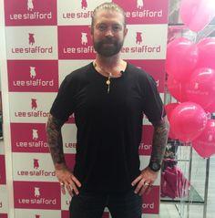 Lee Stafford veio ao Brasil pra divulgar novos produtos pra cuidar bem do seu cabelo - clica aqui pra conferir!