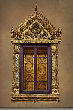 Window in a temple in Bangkok, Thailand Temple Architecture, Classical Architecture, Beautiful Architecture, Culture Of Thailand, Interior Stair Railing, Portal, Thai Design, Tanjore Painting, Architecture Wallpaper