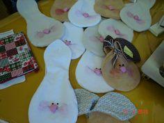 saquinhos de páscoa Sewing Toys, Easter Crafts, Easter Bunny, Dyi, Christmas Stockings, Rabbit, Boutique, Holiday Decor, Spring