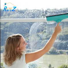 #COCHogar Si tienes en casa ventanales grandes, recuerda que para limpiarlos lo mejor es utilizar gomas limpiacristales o regletas ya que de una pasada acabamos con la suciedad de una gran parte de la superficie