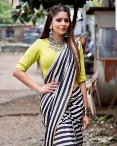 Bollywood Style Designer Saree Party Wear Saree With Exclusive Contrast Blouse Casual Wear Office Work Saree Loose Georgette Printed Saree Simple Sarees, Trendy Sarees, Stylish Sarees, Saree Draping Styles, Saree Styles, Black And White Saree, Black Saree, Sarees For Girls, Look Short