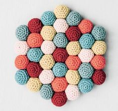 I'm passionate about crochet and handmade items, I'm always creating. Valentine Day Crafts, Christmas Crafts, Christmas Ornaments, Cute Crochet, Knit Crochet, Diy And Crafts, Crafts For Kids, Bees Wrap, Easy Diy Gifts