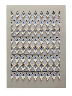 Ein Die Cut und gepasst geometrische Papercut mit Schnitt und gefaltete Dreieck Muster, die einen 3-dimensionale texturierten Oberfläche