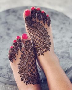 Henna designs - 90 Beautiful Leg Mehndi Designs for every occasion – Henna designs Mehndi Designs Feet, Legs Mehndi Design, Mehndi Designs For Beginners, Mehndi Designs For Girls, Wedding Mehndi Designs, Mehndi Design Images, Dulhan Mehndi Designs, Latest Mehndi Designs, Henna Tattoo Designs