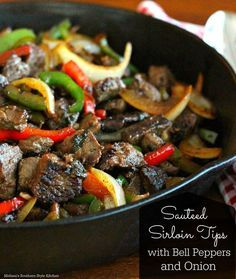 Sauteed Sirloin Tips With Bell Peppers And Onion - This Sauteed Sirloin Tips with Bell Peppers and Onions is a versatile skillet meal that is sure to please the steak eaters at your table. It looks delicious! (Paleo Beef Tips) Sirloin Steak Recipes, Steak Tips, Sirloin Tips, Beef Tips, Sirloin Steaks, Steak Dinner Recipes, Steak Dinners, Skillet Dinners, Gastronomia