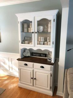 My wife wanted a farmhouse style hutch, so i found a free oak hutch online and got to work. China Hutch Makeover, China Hutch Decor, China Cabinet Redo, Farmhouse China Cabinet, Furniture Projects, Furniture Makeover, Diy Furniture, Diy Projects, Farmhouse Furniture