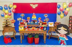 Ideia de decoração para festa infantil – Tema Mulher Maravilha. Fotos por Ipê Caramelo Fotografia