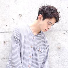かきあげサイドパートスタイル - メンズヘアスタイル・髪型 | HAIR ME UP! Hair Style Korea, Korean Men Hairstyle, Pop Hair, Wavy Hair Men, Haircuts For Men, Asian Men, Fashion Art, Cool Hairstyles, Short Hair Styles