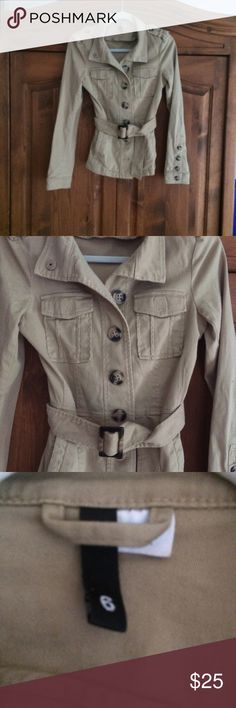 🐎 TAN UTILITY JACKET H&M A REALLY STYLISH JACKET WITH WOOD BUTTONS. ADJUSTABLE BELT.  WEAR WITH ANYTHING !  SIZE SAYS 6. EUC! H&M Jackets & Coats Utility Jackets